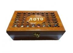 Russisches Loto in in einer Geschenke geschnitzte Holzkiste